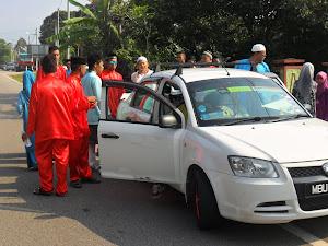 Kemalangan selepas Solat Hari Raya 9.40 pagi perjalanan menziarah pusara. Hati-Hati di Jalan Raya