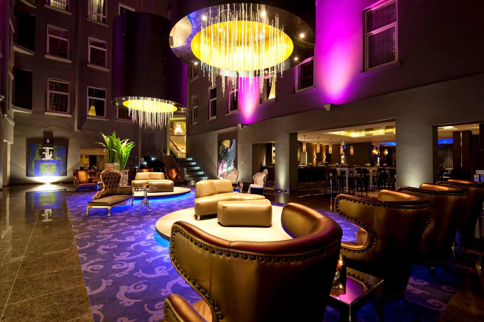 Foajeen på Clarion Hotel Ernst er delikat og innbydende
