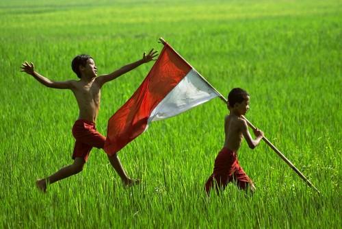 Di Perbatasan RI-Malaysia Merah Putih Terbentang Sepanjang 7 km