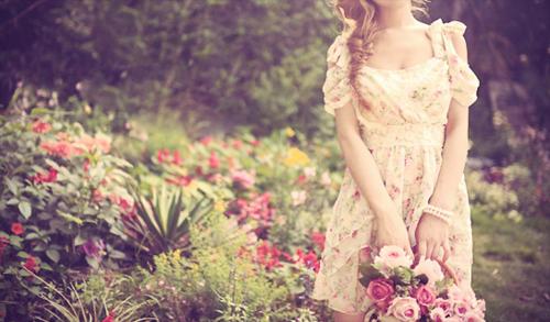 flores no jardim letra:garota+-+tumblr+-+menina+-+girl+-+imagens+-+flor+-+flores+-+flower+