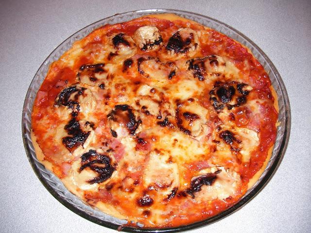 d lices d 39 une novice pizza ch vre miel bacon champignon. Black Bedroom Furniture Sets. Home Design Ideas