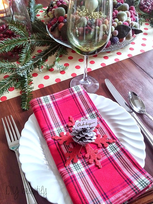 Christmas place setting at www.diybeautify.com