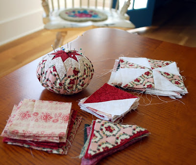 Folded star pincushion in Colonial reds