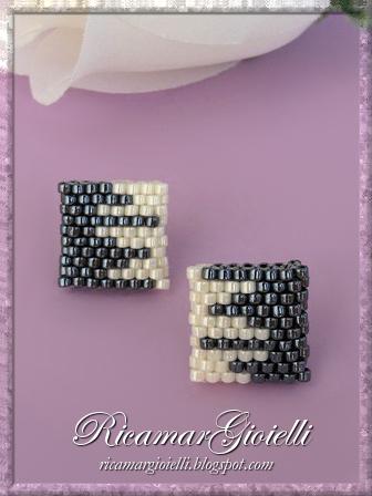Orecchini quadrati realizzati in peyote