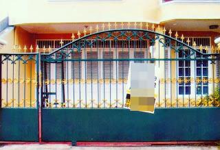 Gerbang Pintu Tempa Ornamen Tombak Klasik