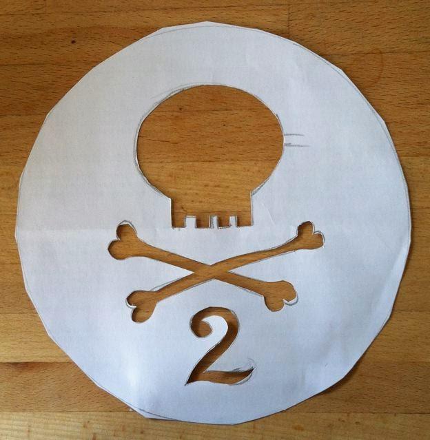Paper cake stencil - skull & crossbones