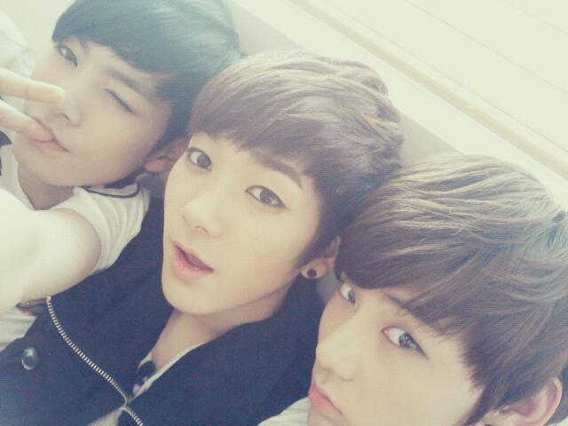 [Tweet-Pic] Los MC JR, Aron & Minhyun [250612] 2506b