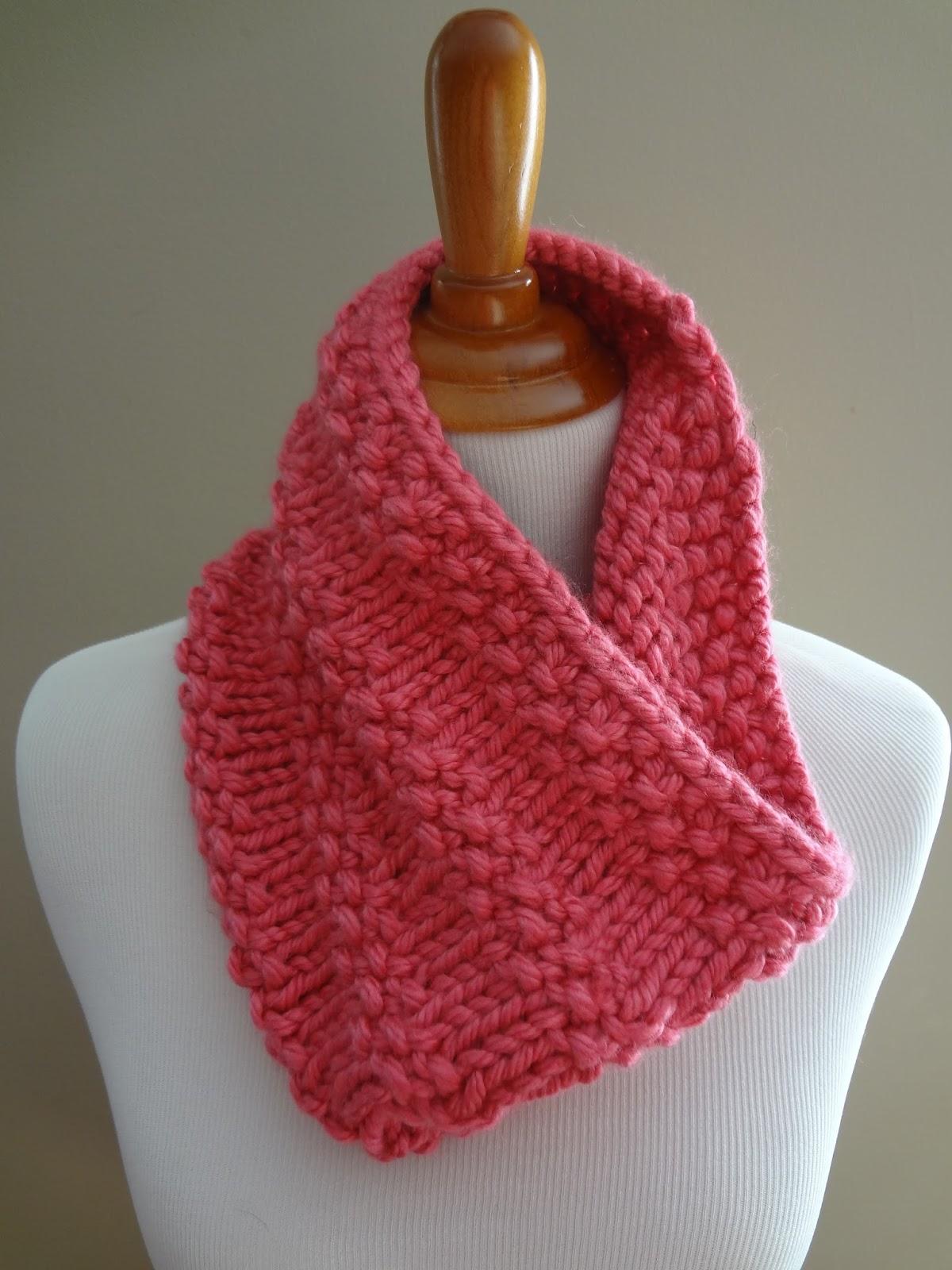 Free Knitting Pattern For Eyelet Cowl : Bubblegum Cowl