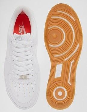 tendencia para este otoño invierno 2014, las zapatillas blancas invaden nuestros armarios, ya sean las clásicas stan smith u otras muchas.