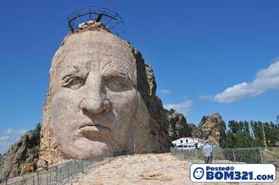 Ukiran-ukiran Wajah Pada Batu Yang Wujud