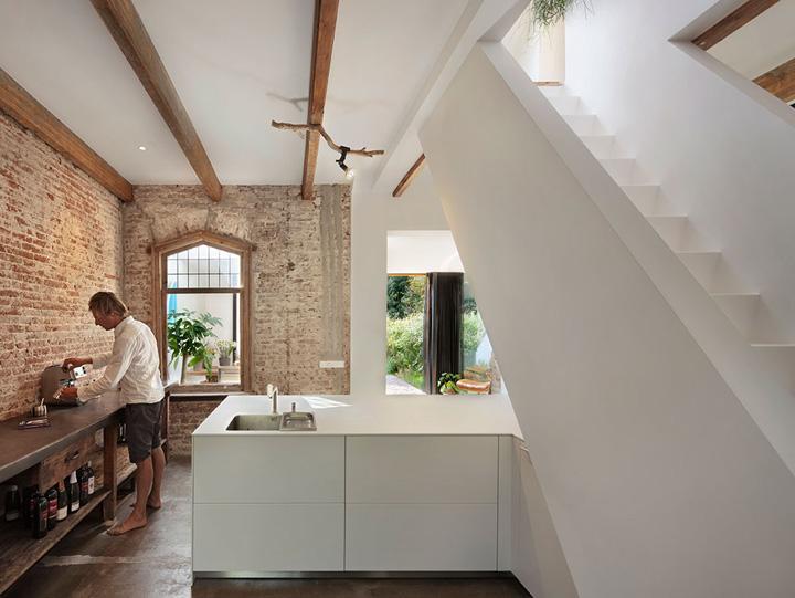 cambio de uso de estacion a vivienda-recuperacion de casas-cocina industrial