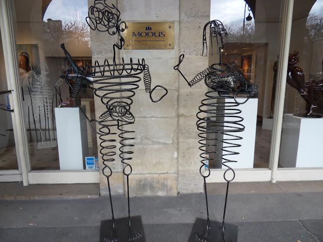 Pelas-ruas-de-Paris
