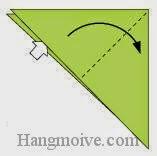 Bước 3: Từ vị trí mũi tên trắng ta mở tờ giấy ra, kéo và gầp về phía bên phải.