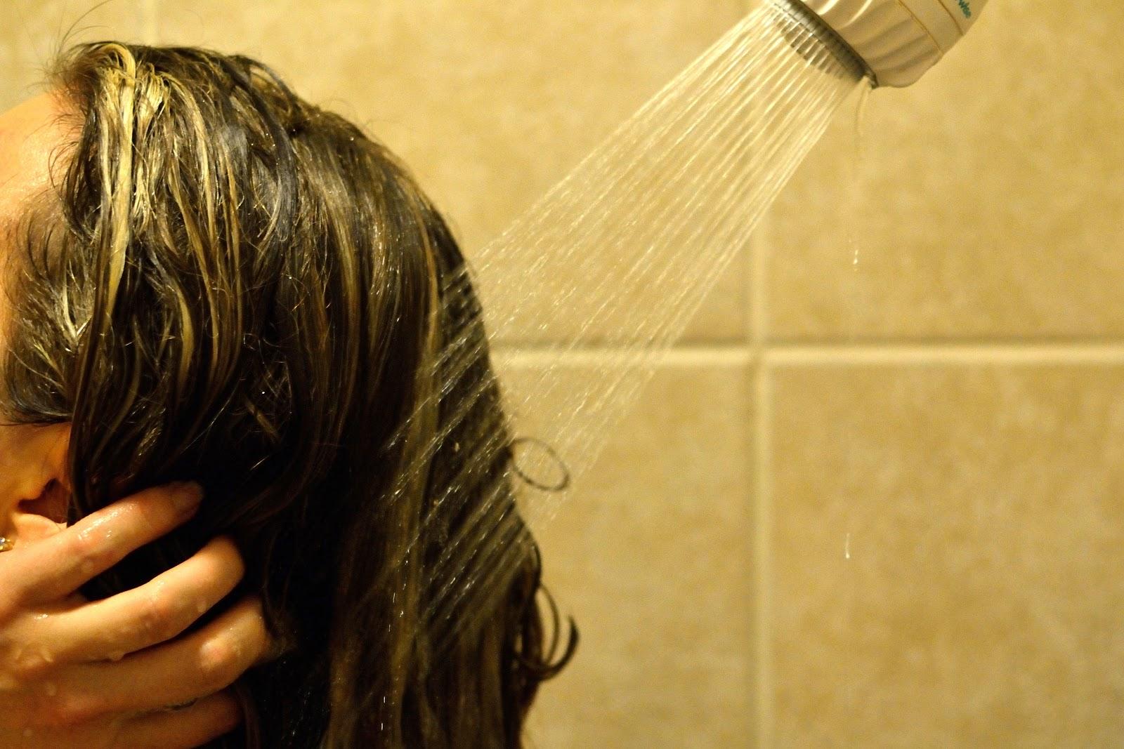 Как быстро смыть краску с волос в домашних условиях? Чем 73