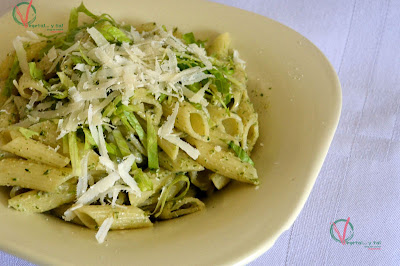 Penne con pesto de lechuga.