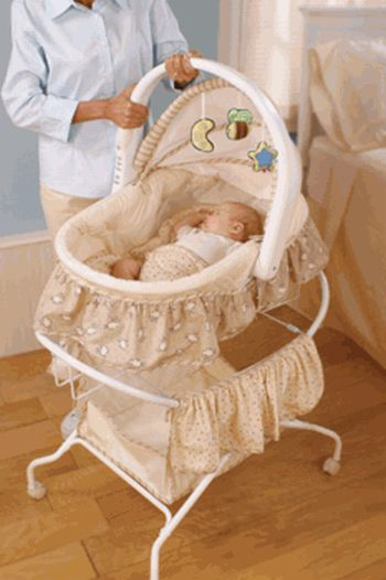 Bassinet First Years2