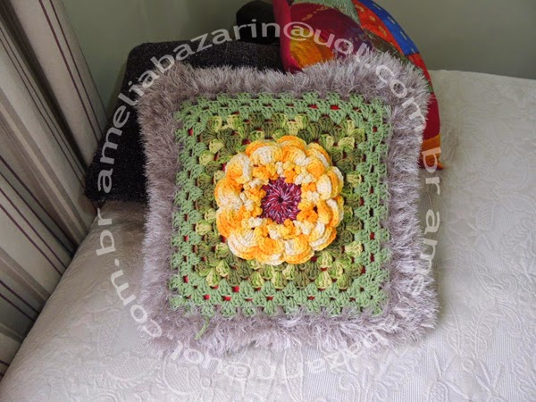 almofada feita em crochê