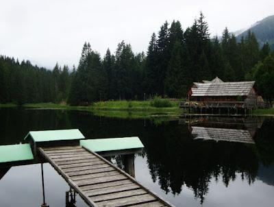 dřevěný dům u jezera (Rakousko)