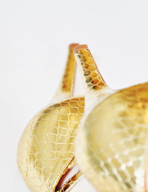 золотые босоножки