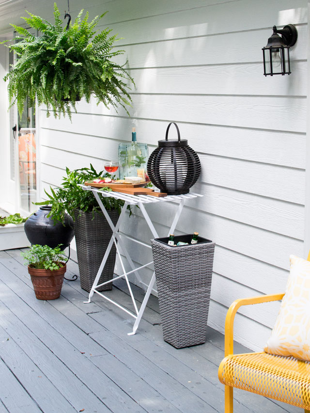 summer entertaining on the deck