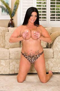 Ordinary Women Nude - rs-sam076ASI_298229071-748470.jpg