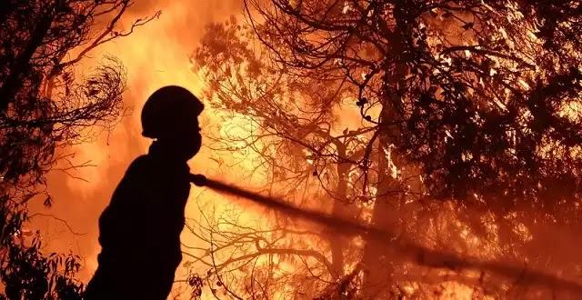 Οι δραματικές εκκλήσεις πυροσβέστη μέσω Facebook -«Αφυδατωθήκαμε, χρειαζόμαστε νερό και ψωμί, δεν έχουμε επικοινωνία με το κέντρο»