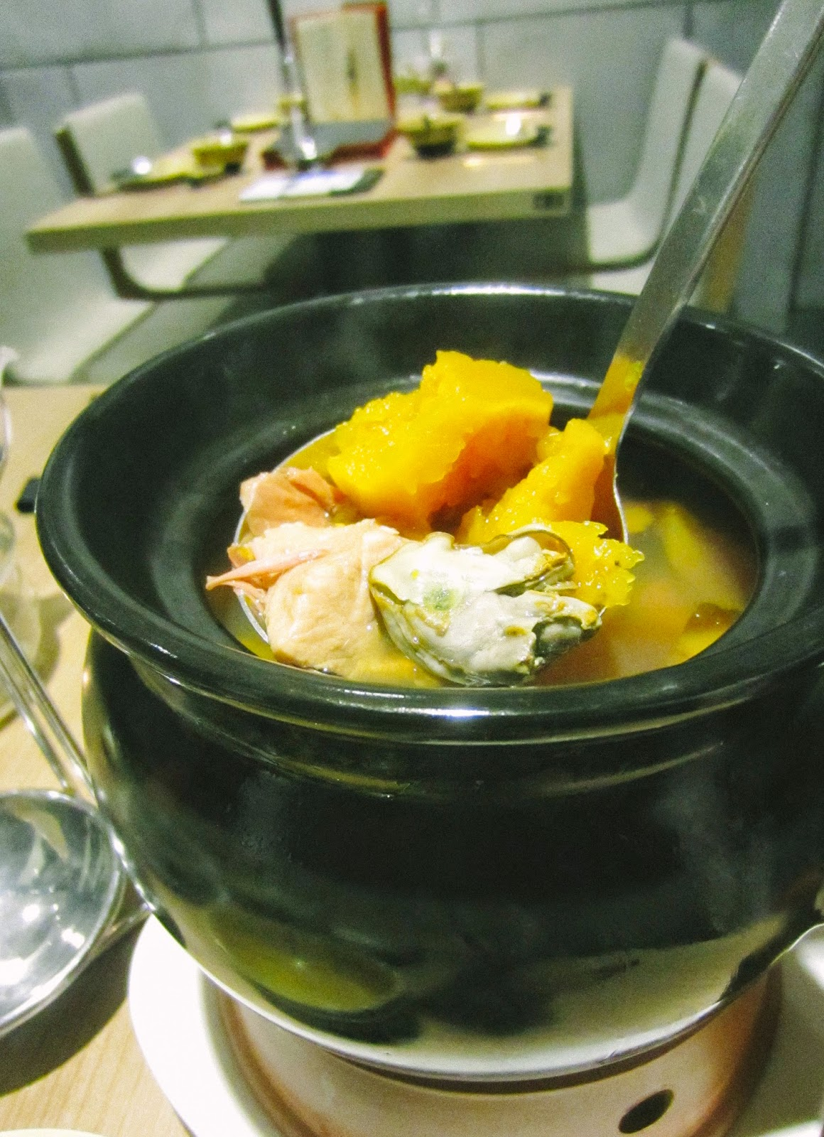 Double-boiled spare ribs with pumpkin and dried oyster soup