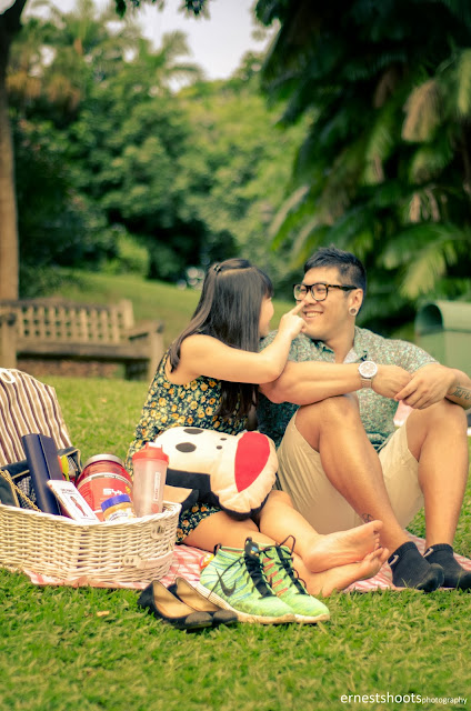 Ernestshoots photography couple picnic