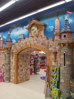 Детски магазин Hippoland декор на приказен замък 5
