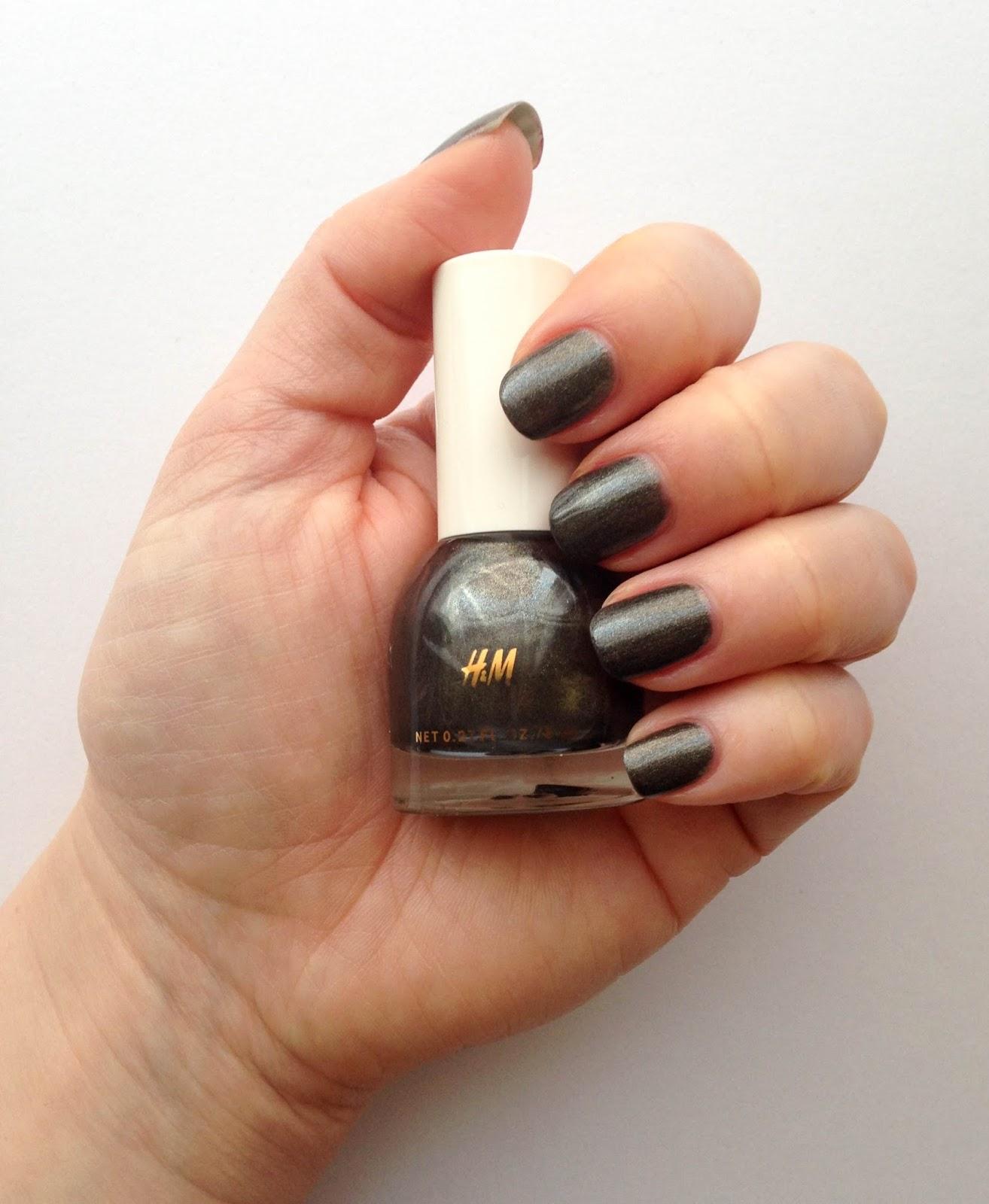 NOTD: H&M nail polish in Mercurial Me | Wrinkles And Heels