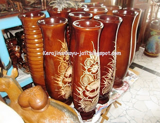 Vas Bunga Dari Kayu Jati