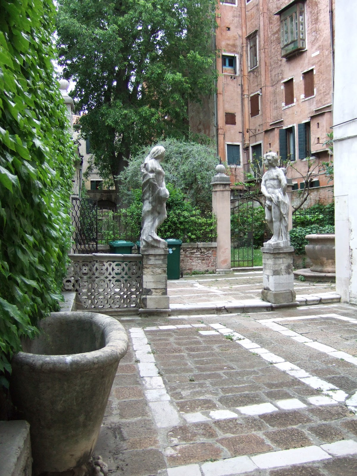 Venise c t jardin le consulat de france palazzo for Giardini a venise
