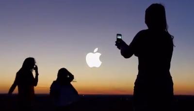 Madre tira fotos a hijos con iPhone 5