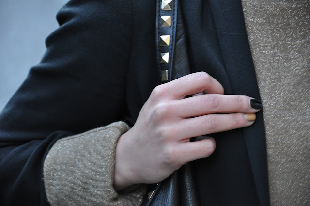 borsa nera zara, borsa borchiata,acent nail, chanel,h&m,jeans