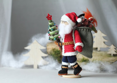 https://www.etsy.com/listing/255944422/crochet-santa-claus-with-sack-full-of?ref=shop_home_active_14
