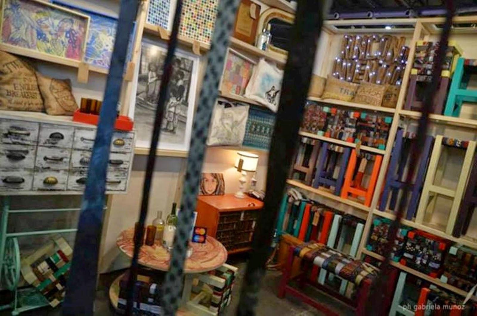 Agenda muebles antiguos intervenidos by maqui gonz lez for Muebles el pilar azuqueca de henares