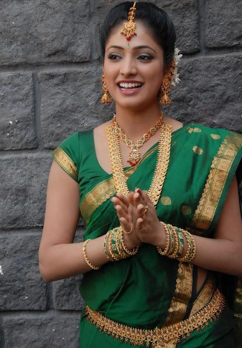 hari priya in saree