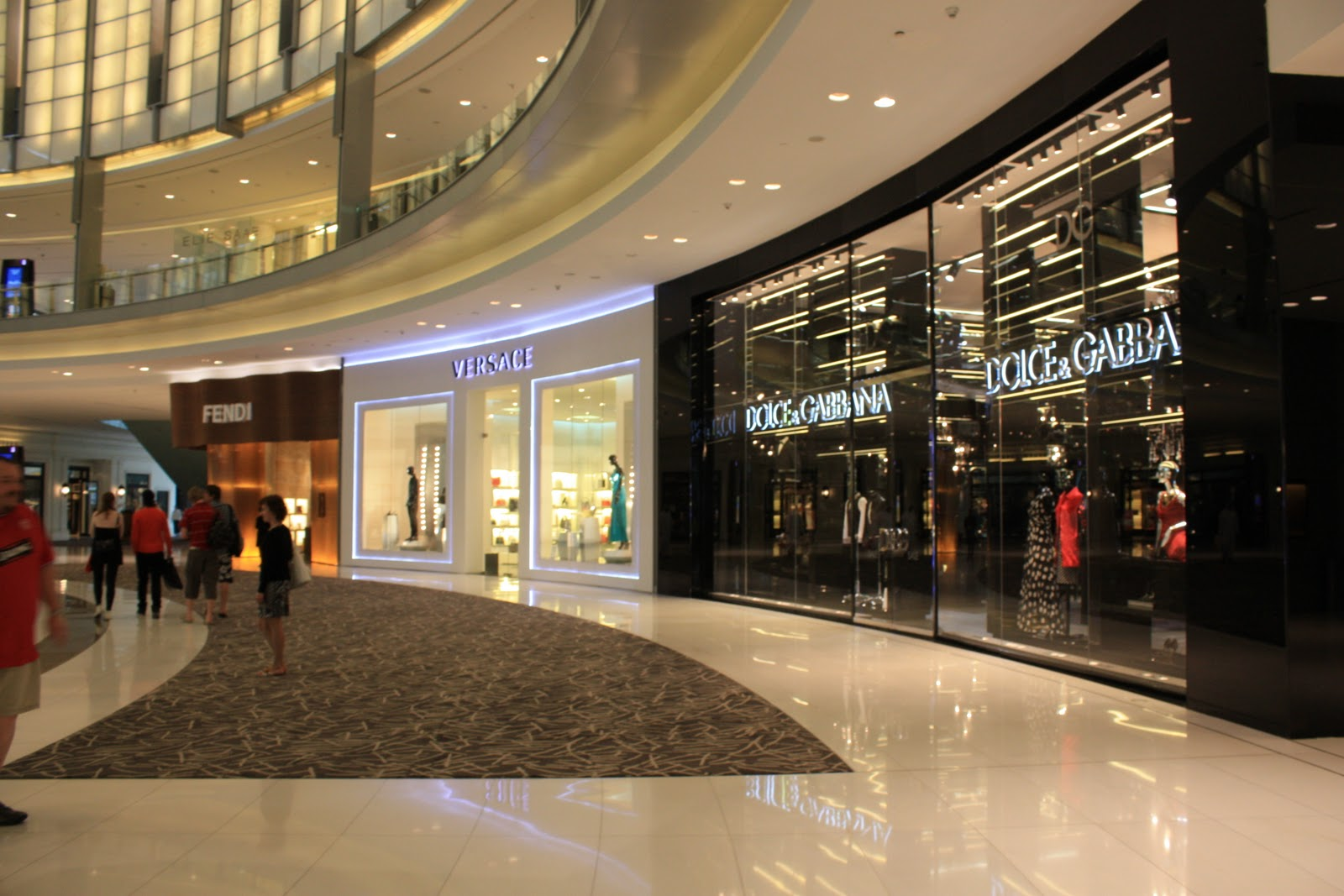 five reasons to visit dubai mall. Black Bedroom Furniture Sets. Home Design Ideas
