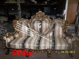 Toko mebel jati klasik jepara,sofa cat duco jepara furniture mebel duco jepara jual sofa set ruang tamu ukir sofa tamu klasik sofa tamu jati sofa tamu classic cat duco mebel jati duco jepara SFTM-44088