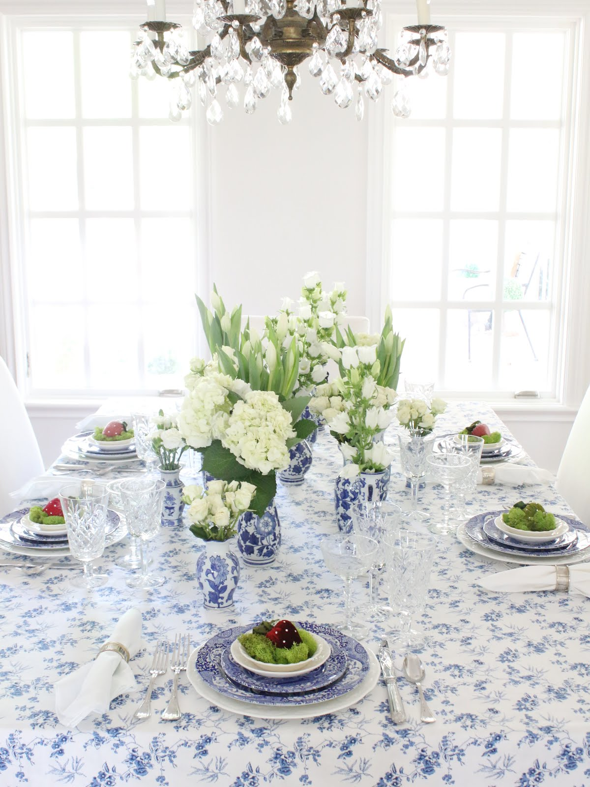 Similar Blue And White Tablecloth