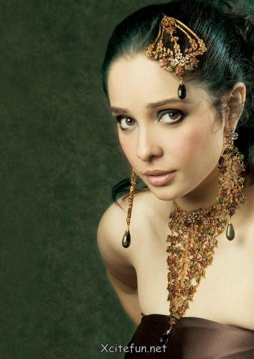 Stylish Fashion Of Bridal Jewelry By Juggan Kazim !