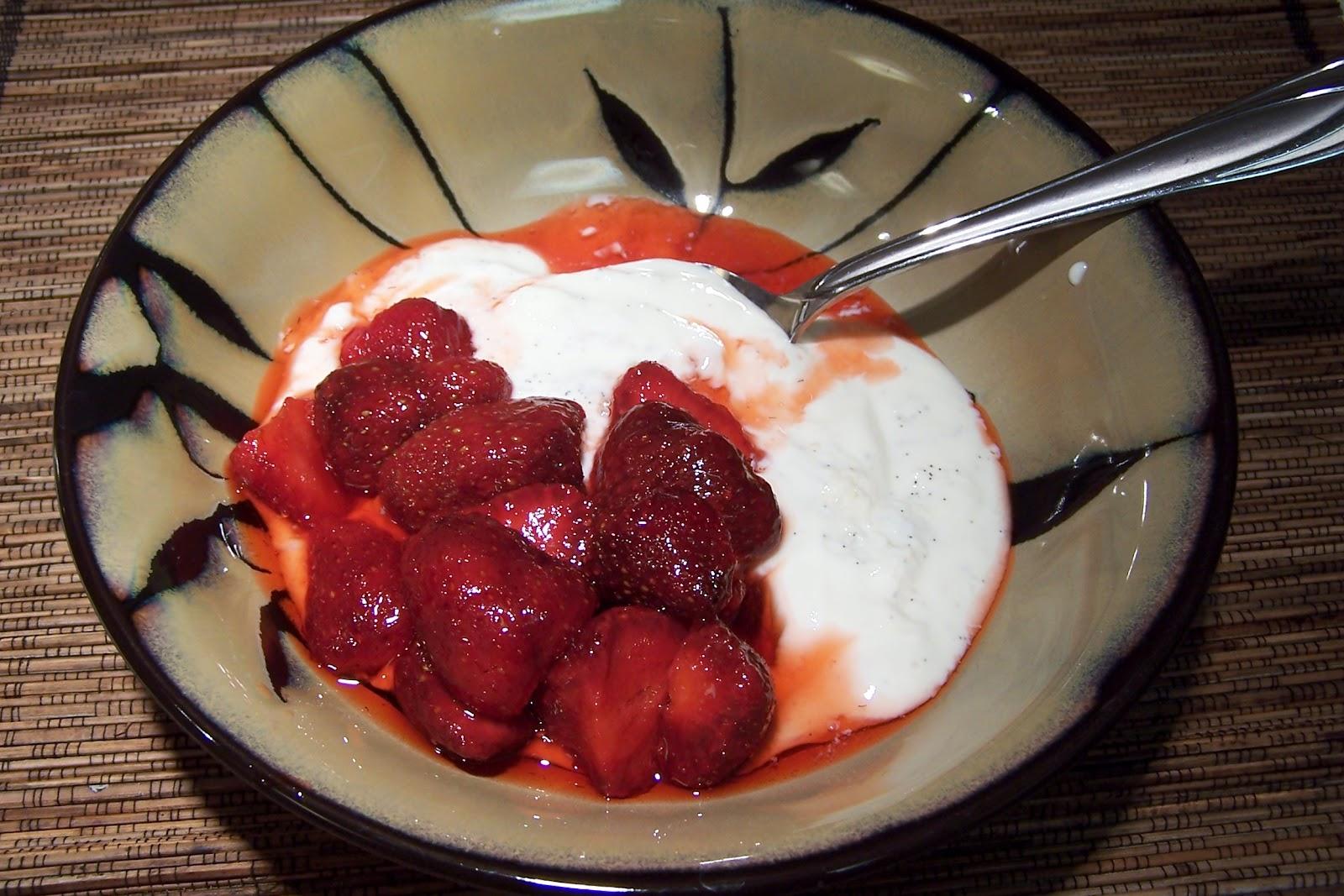 At Home On Paradise Cove: Homemade Vanilla Bean Yogurt