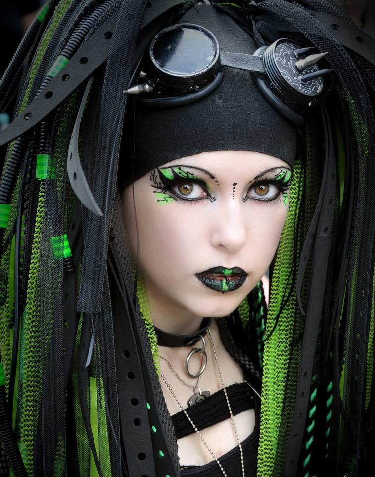 UV CyberGoth Green makeup tutorial! (neon eyeshadow) - YouTube