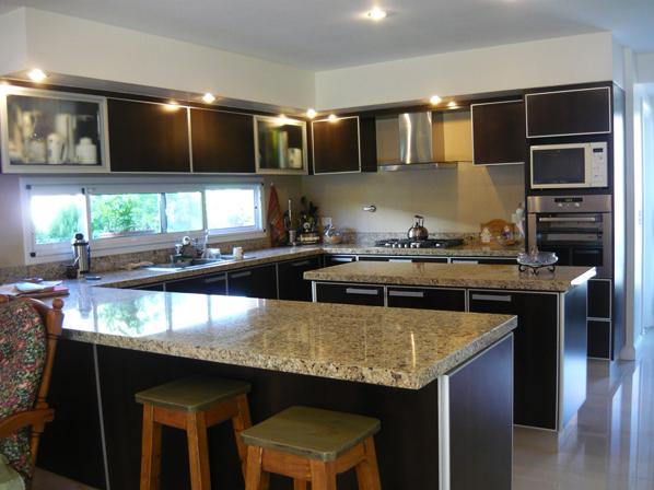 Amoblamiento integral para el hogar amoblamiento para cocinas for Living comedor cocina mismo ambiente