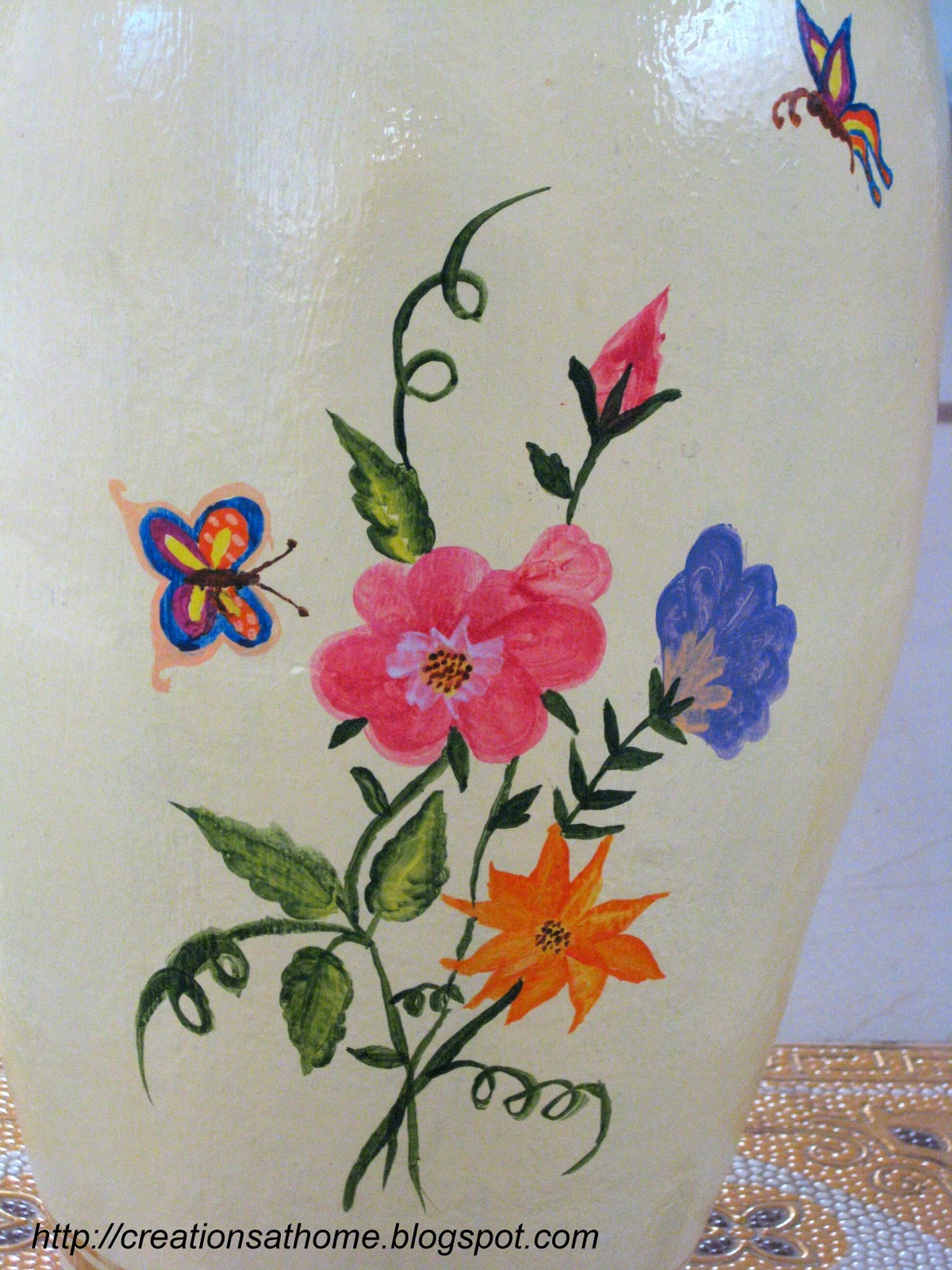 Flower Pot Painting Designs http://creationsathome.blogspot.com/2011/10/dazzling-flower-pot.html