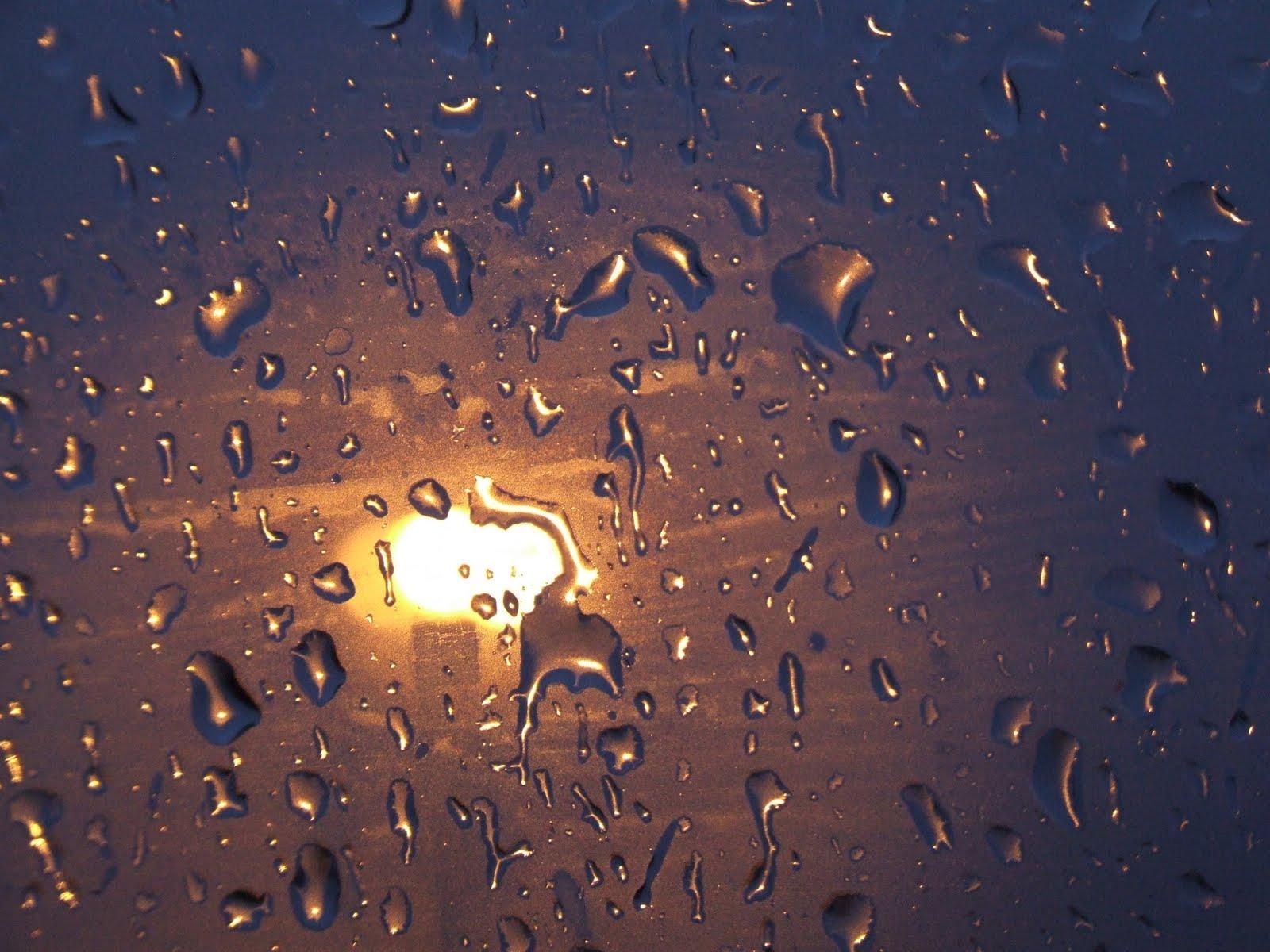 песня дождь стучит по крышам слушать