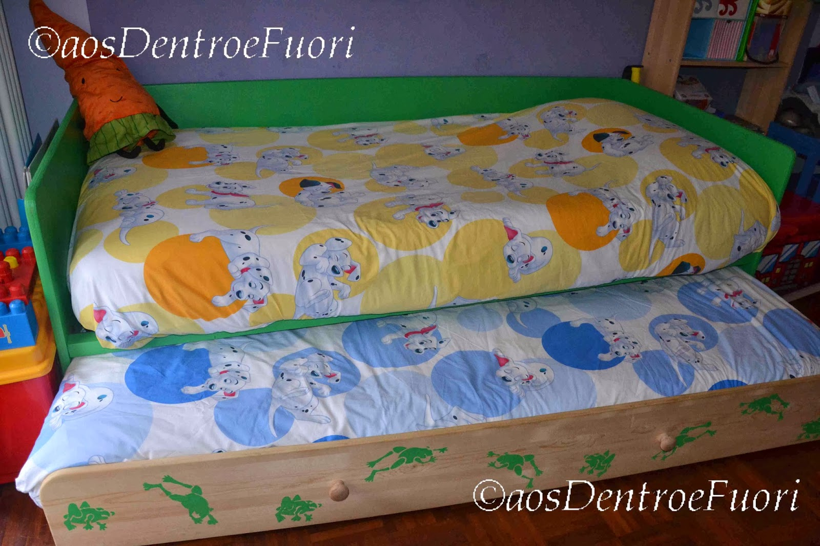 Una mamma il caos e due stelle danzanti il nostro letto con le rane e 39 un letto montessoriano - Divano letto fai da te ...