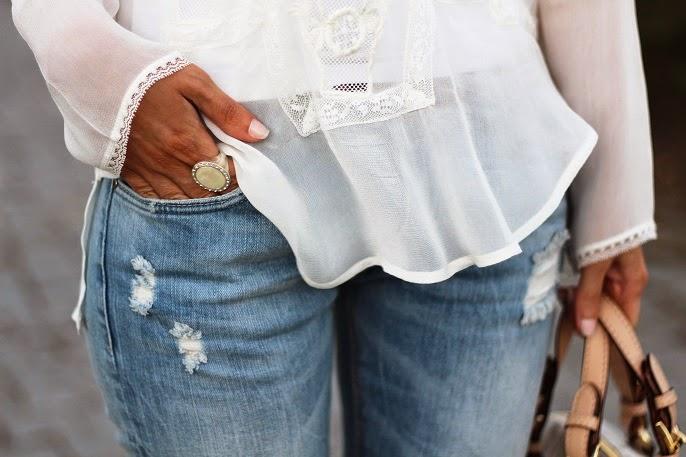 look do dia, ootd, outfit, tendências, primavera verão 2014, renda, lace shirt, zara, jeans, ripped jeans, michael kors, nine west, grayson logo satchel mk, sandálias gladiadoras, gladiator sandals, estilo elegante e romântico, sfera, casual chic, style statement, dicas de imagem, consultoria de imagem, blog de moda, blogue de moda, blogs de moda portugal, blogues de moda portugueses
