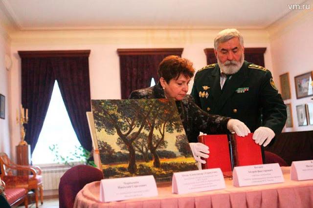 Таможенники обменяли раритетные книги на персики Абрамцево Сергиев Посад