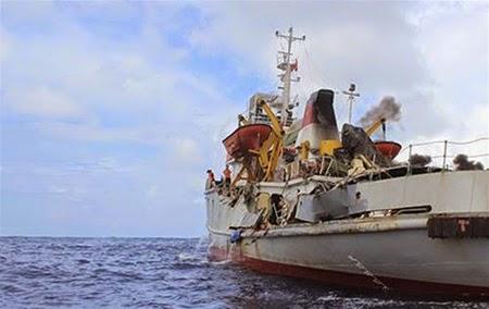 Chinese ships ram, damage VN vessel